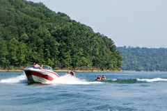 activities-boating-waterskiing